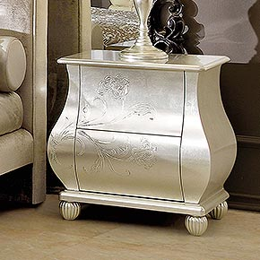 OLIVER L.58 H.61 P.61 cm</br> _Oliver nightstand in wood, champagne silver leaf finish, cat. C, with fiori decoration