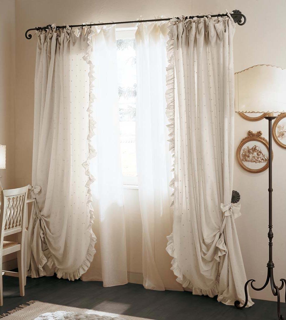Le tende arredamento classico camere classiche letti in ferro battuto letti in legno e - Tendaggi camera da letto ...