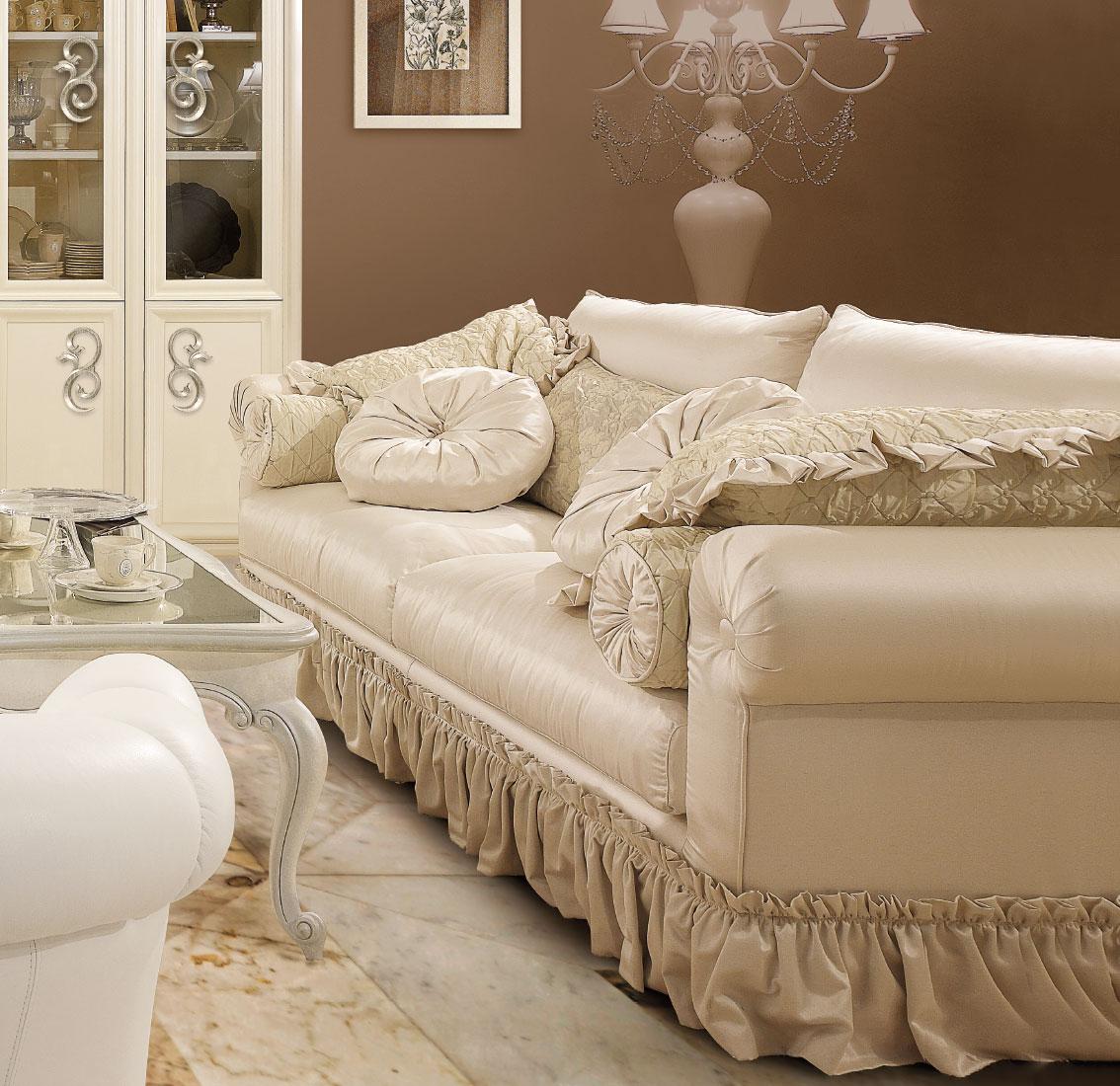 Divani classici imbottiti per arredamento classico zona for Prezzi per rivestire un divano