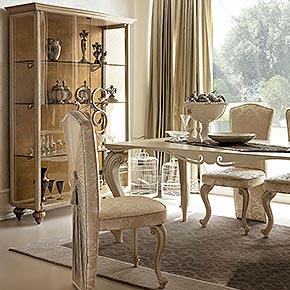 Ambienti e soggiorni classici arredamento del soggiorno for Complementi di arredo soggiorno