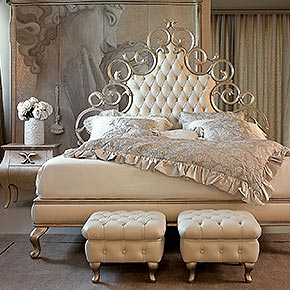 _Carved wood bed, dove grey silver leaf finish, cat. C, button-tufted headboard and bed surround in Apollodor 14300/108 fabric, cat. C</br> _Bedding set (see sample book for fabrics)</br> _Medea nightstands in wood, dove grey silver leaf finish, cat. C, Medea handle in dove grey finish, cat. C</br> _Operà table lamp in wood, cameo finish, cat. B, lampshade in Splendore 14600/138 fabric with roses and pearls in Splendore 14600/128 fabric, cat. C